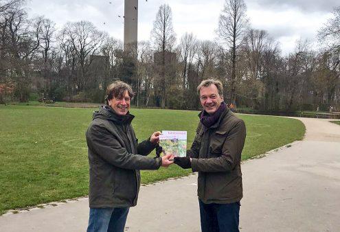 Wim Pijbes neemt Open Tuinen Gids 2021 in ontvangst